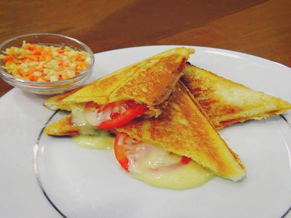hot-motto-sand-ham-cheese-tomato